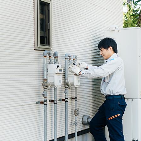 ガスの開閉栓、定期保安調査やガスメーター・警報器の取替、機器の販売・修理点検、リフォーム事業、保険・リース事業